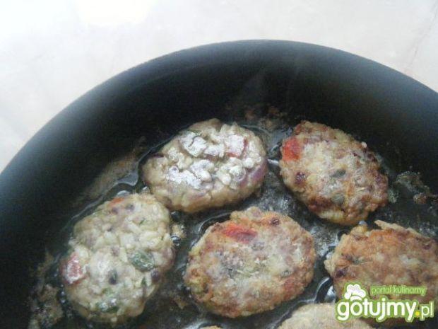 Kotleciki z mielonego mięsa z papryką