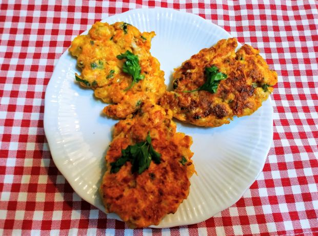Kotleciki z piersi kurczaka i warzyw