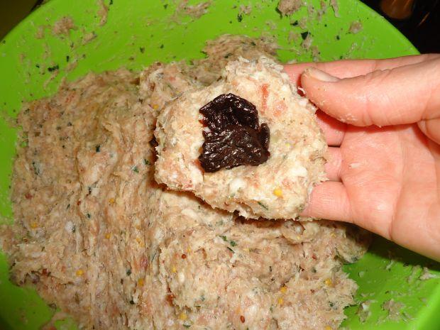 Kotleciki ze śliwką otulone wędzonym boczkiem