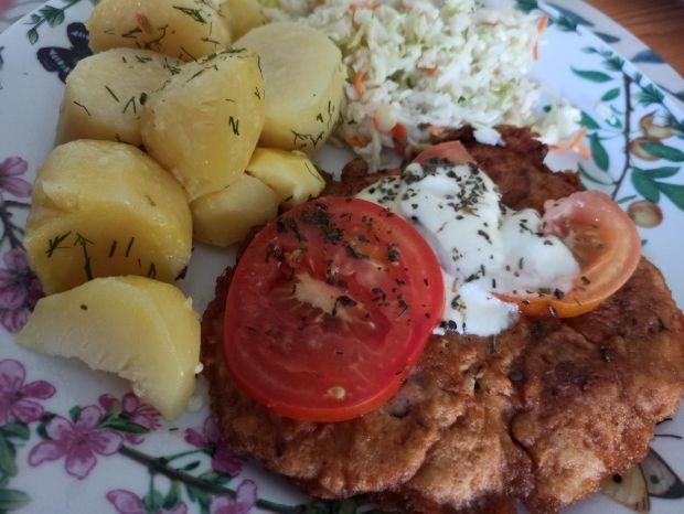 Kotlet w cieście zapiekany z pomidoram i mozzarelą