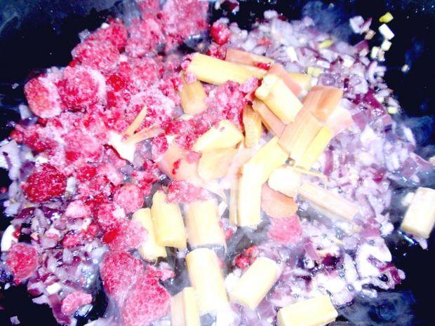 Kotlet w sosie rabarbarowym