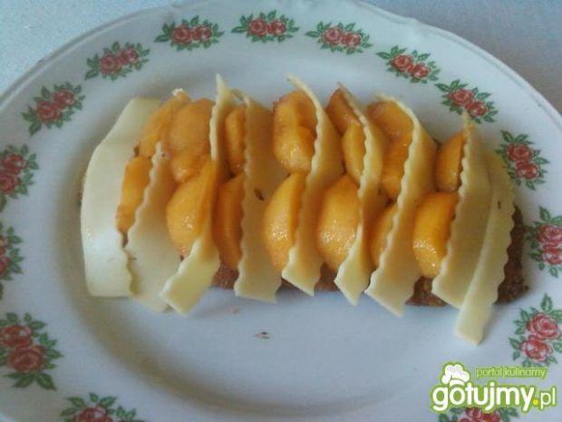 Kotlet z morelami i serem.