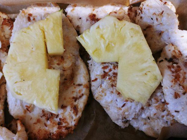 Kotlety drobiowe z kokosem i ananasem