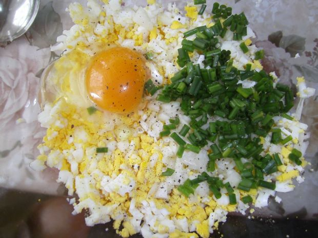 Kotlety jajeczne ze szczypiorkiem