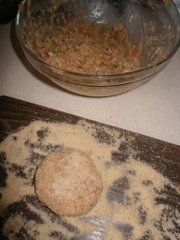 Kotlety mielone z groszkiem i musztardą