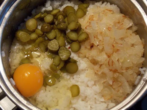 Kotlety ryżowe z sosem pomidorowym