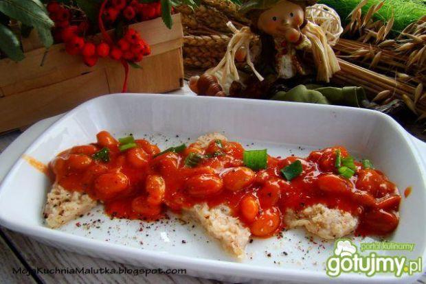 Kotlety sojowe  z fasolką w pomidorach