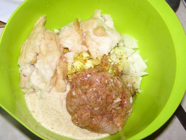 Kotlety z indyka z młodą cebulą