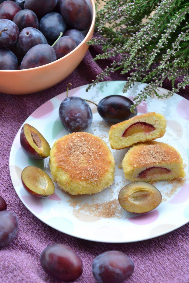 Kotlety z kaszy jaglanej na słodko ze śliwkami