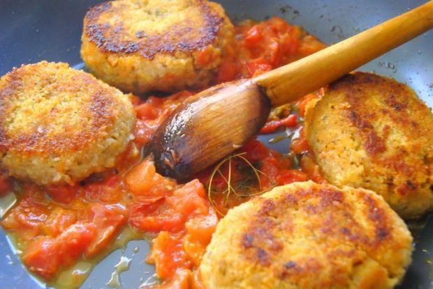 Kotlety z kurczaka i warzyw zupy  w pomidorach