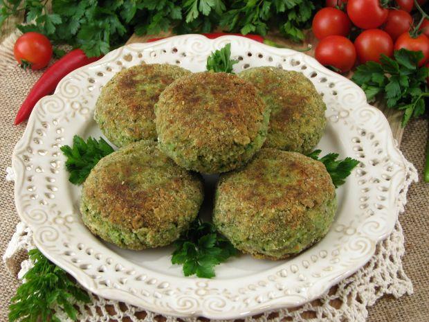 Kotlety z ziemniaków brokułów i fety