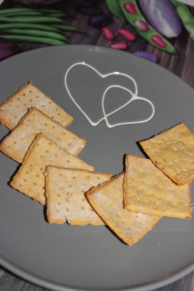 Krakersy z mąki z grochu