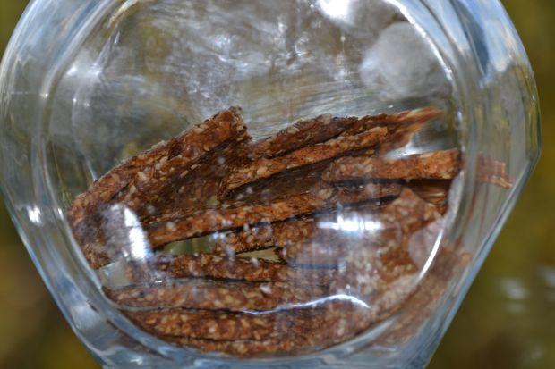 Krakersy z siemienia lnianego i sezamu