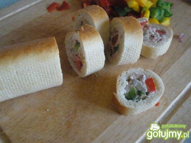 Krążki bagietki z pastą z tuńczyka