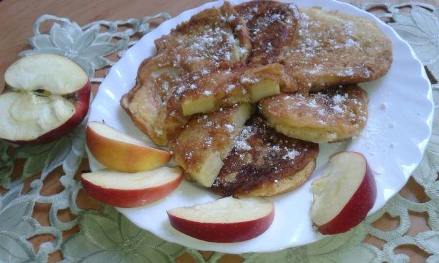 Krążki jabłek w cieście biszkoptowym