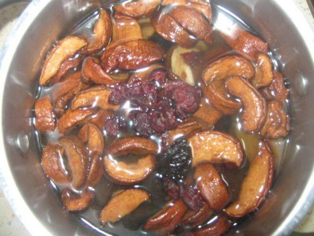 Krem czekoladowy z suszonych owoców