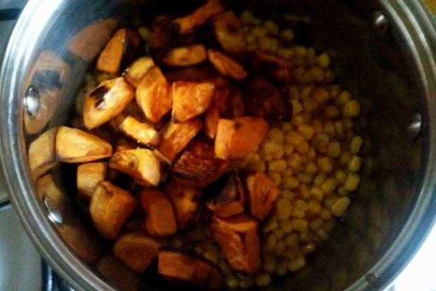 Krem kukurydziany z pieczonym batatem