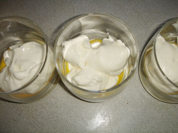 Krem mascarpone z advocatem i truskawkami