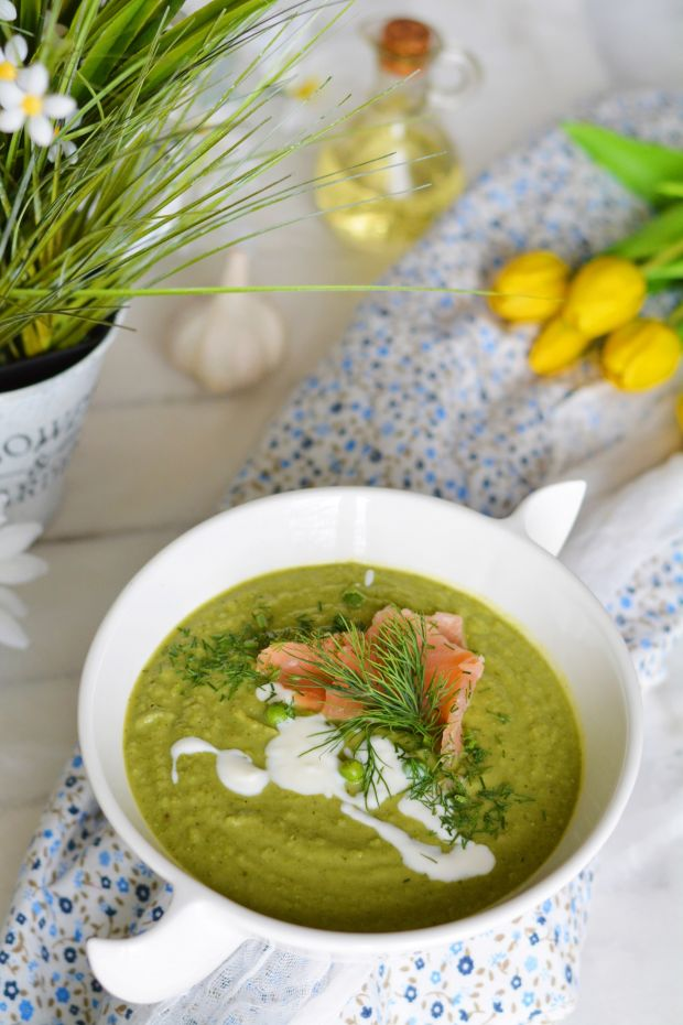 Zupa krem z bobu, zielonego groszku i łososia