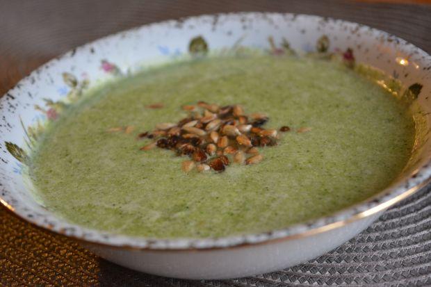 Krem z brokułów z mozzarellą i słonecznikiem