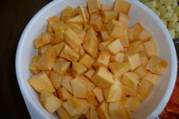 Krem z dyni z makaronem