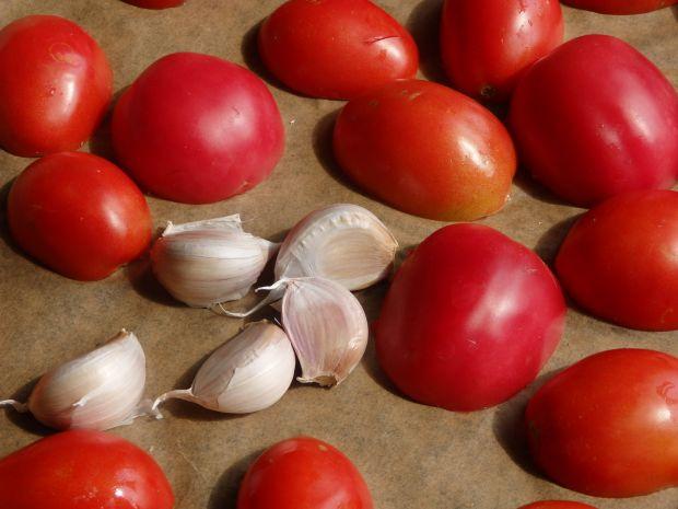 Krem z pieczonych pomidorów z mozzarellą