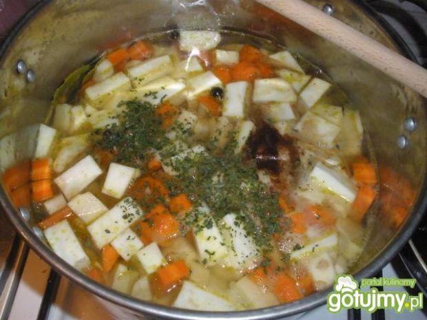 Krem z selera z marchewką i pietruszką