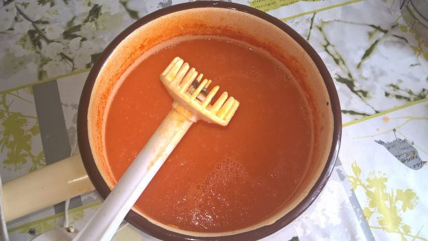Krem ze świeżych pomidorów z kulkami mozarelli