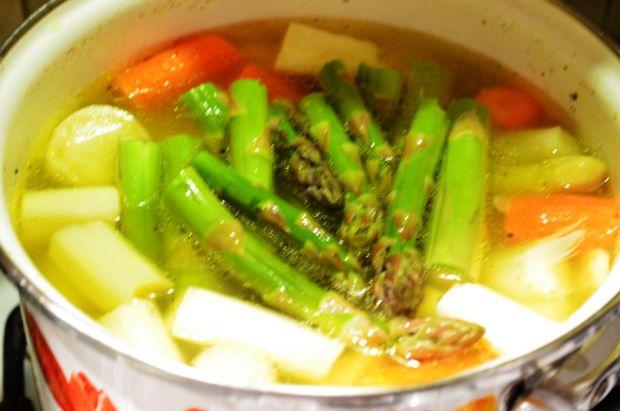Krem ze szparagów biało zielony