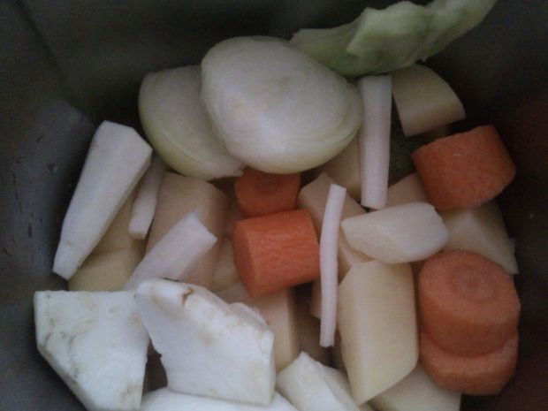 Krem ziemniaczano-brokułowy z rozmarynem
