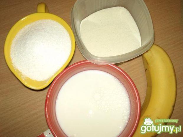 Kremowa kaszka manna bananowa