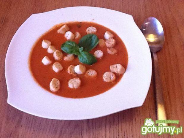 Kremowa pomidorowa z bazylią
