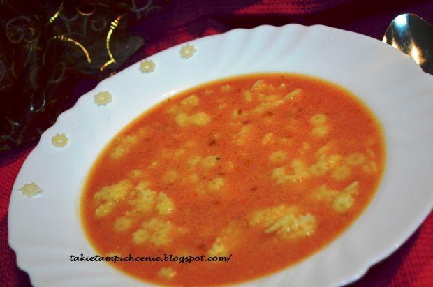 Kremowa pomidorówka z gwiazdkami