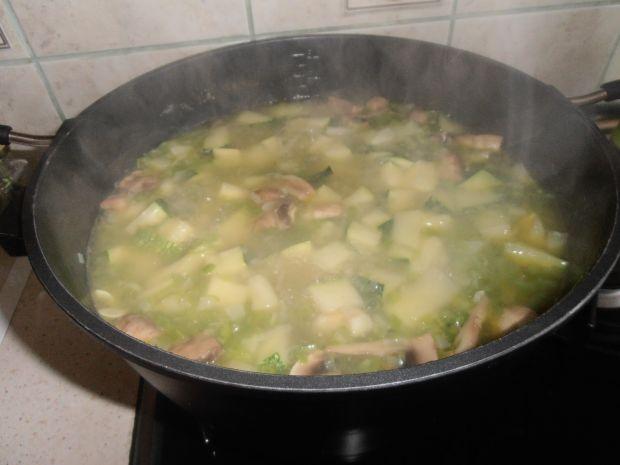 Kremowa zupa z cukinii pieczarek i mascarpone