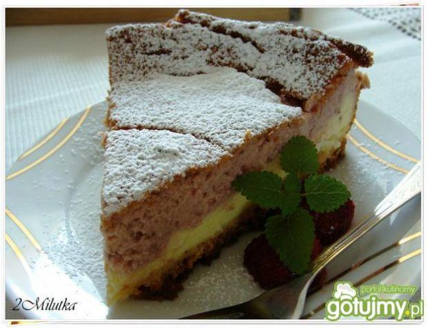 Kremowo-truskawkowy sernik