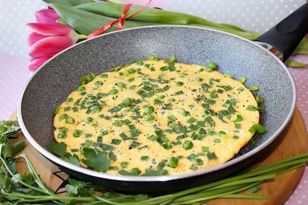 Kremowy omlet z ricottą i zielonym groszkiem