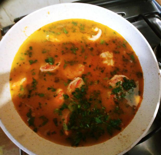 Krewetki w pikantnym sosie pomidorowym