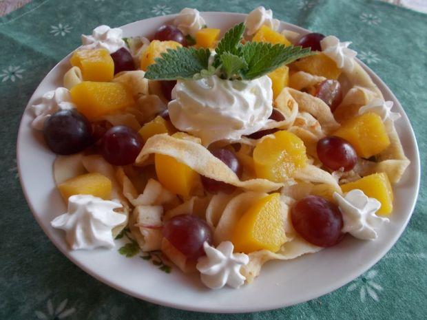 Krojone naleśniki z owocami