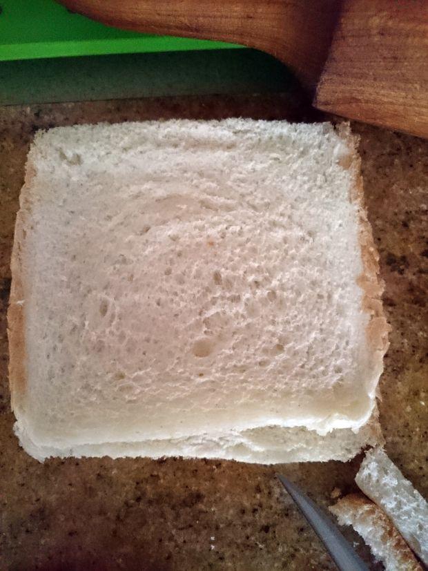 Krokiety z chleba tostowego - ser, salami, papryka