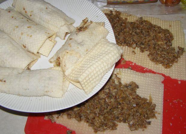 Krokiety z wafli z kaszą, kapustą i pieczarkami