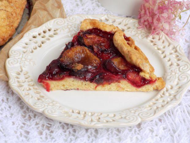 Krucha tarta ze śliwkami i cynamonem