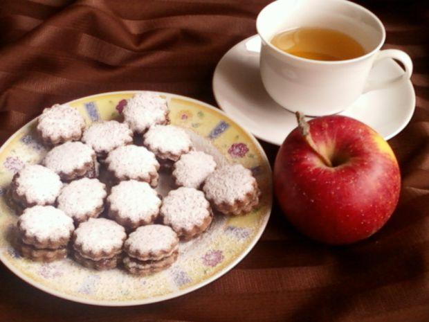 Kruche ciasteczka cynamonowo kakaowe- Przed podaniem ciasteczka posypujemy cukrem pudrem.