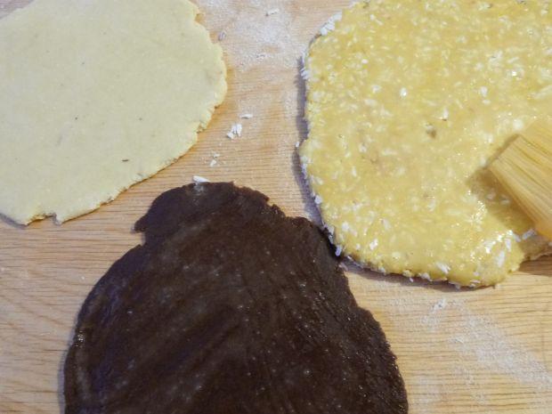 Kruche ciasteczka w trzech kolorach