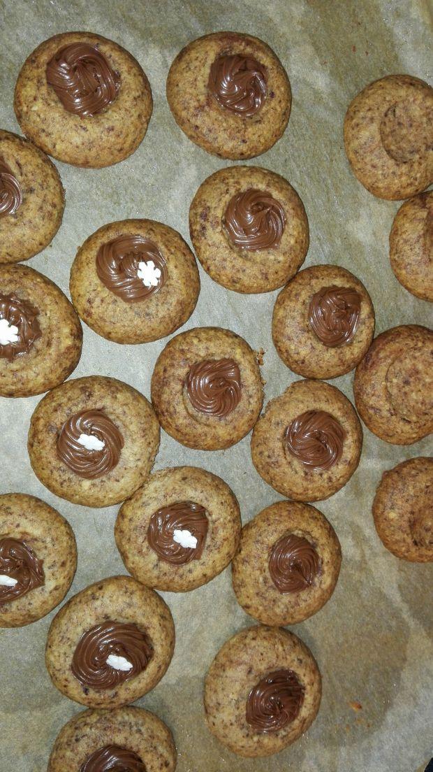 Kruche ciasteczka z orzechami laskowymi