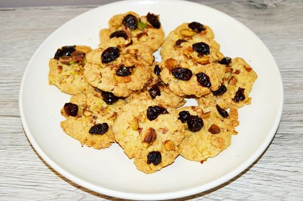 Kruche ciasteczka z żurawiną i pistacjami