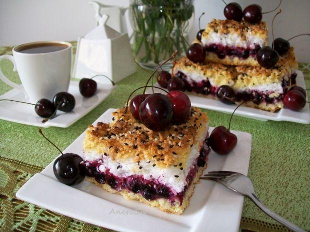 Kruche ciasto porzeczkowe z bezą