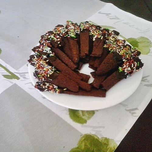 Kruche kakaowe ciastka z posypką do kawy