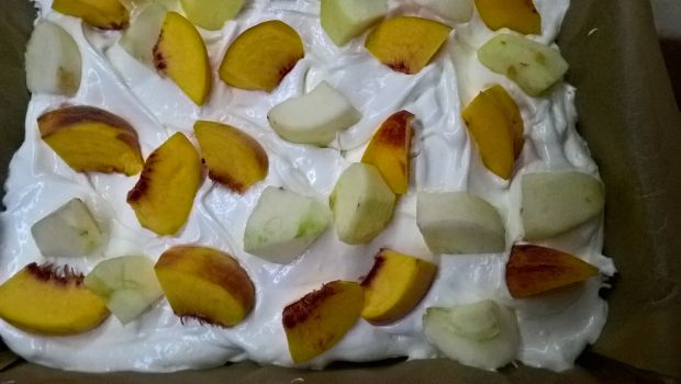 Kruche z jabłkiem i brzoskwinią