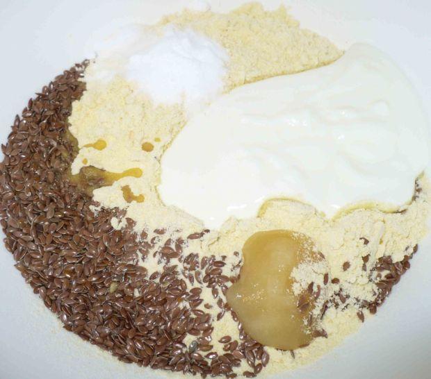 Kukurydziane bułeczki z siemieniem i czarnuszką