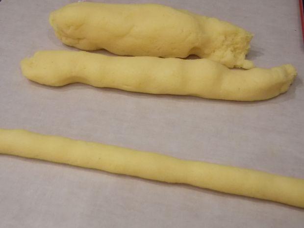 Kukurydziane kopytka w sosie z zielonym groszkiem
